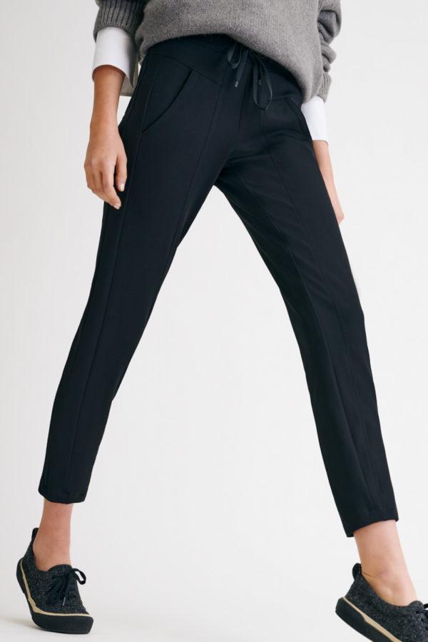 Jorden seam bukser fra Cambio, finnes i sort og brun