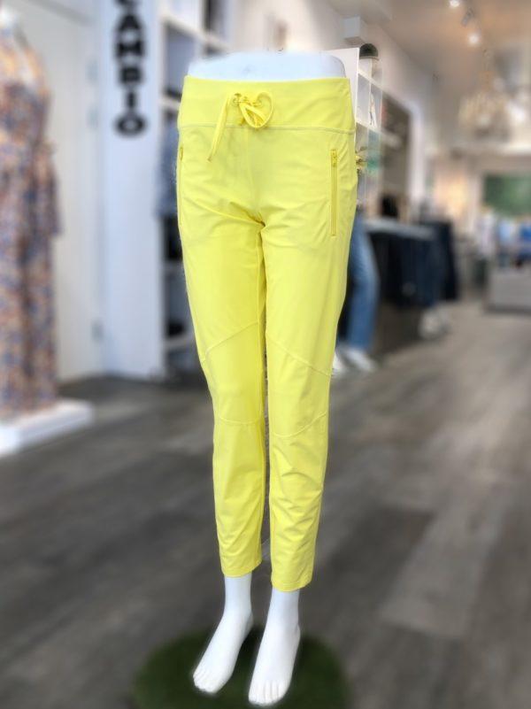 Jaden bukse fra Cambio, finnes i sort og gul