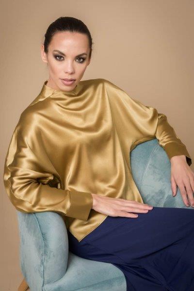 Bluse fra Max volmary finnes i flere farger